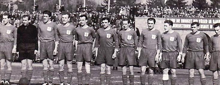 Champion de RDA avec le Turbine Erfurt en 1954 (Müller est le 3ème à partir de la gauche).