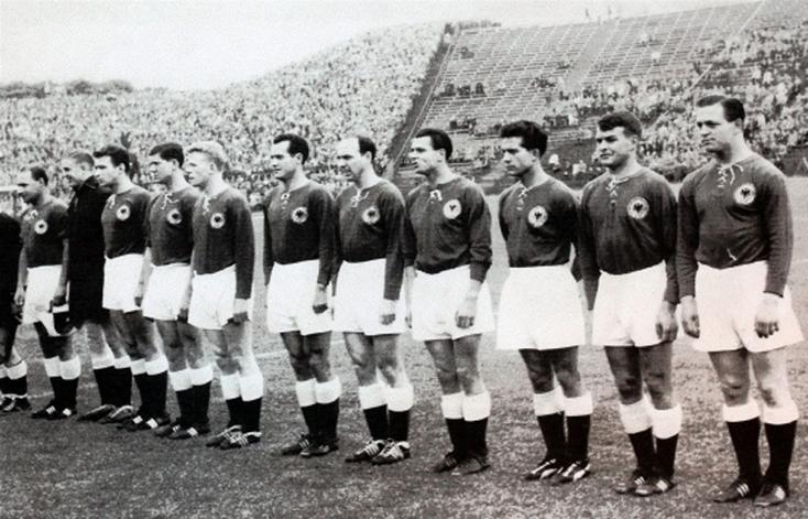De gauche à droite : Erhardt, Sawitzki, A. Schmidt, Szymaniak, Haller, Mauritz, B. Klodt, Mai, Klöckner, R. Geiger et Juskowiak