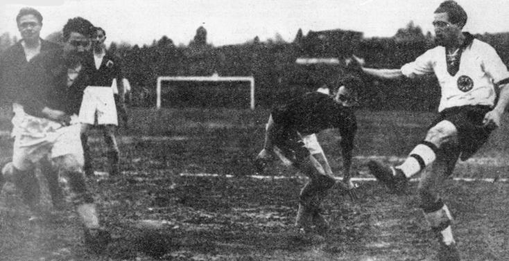 Rasselnberg réalise un quadruplé au Luxembourg pour une nette victoire (9-1) lors des éliminatoires pour la Coupe du Monde de 1934.