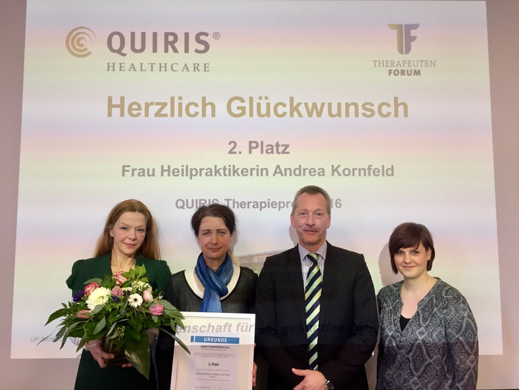 Übergabe der Urkunde für den 2. Platz beim Quiris-Therapiepreis 2016