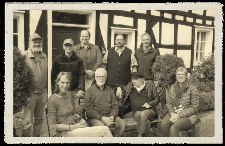 Die WiWa-Gründungsmitglieder vor Haus Schladern im Mai 2018