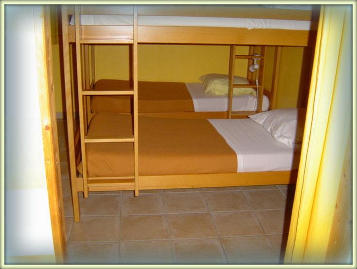 six lits en superposés et accessible au personnes a mobilité réduite