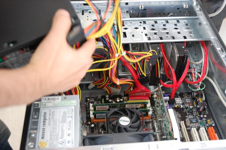 デスクトップパソコンの分解修理画像