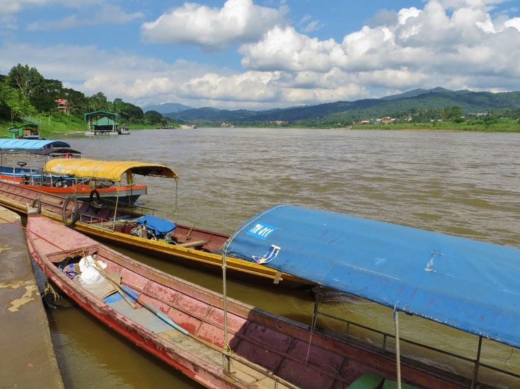 Der Mekong fliesst bei Chiang Khong, an der Grenze zu Laos, zügig gegen Süden.