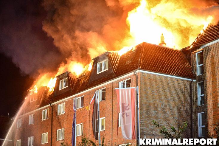 Der Brand breitete sich rasant auf den gesamten Dachstuhl aus.|Foto: Kevin Wuske