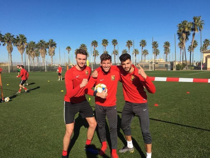 Siegerteam beim Fußballtennis im Trainingslager mit Sasa Kalajdzic Sinan Bakis und dem Neuzugang Kolja Pusch