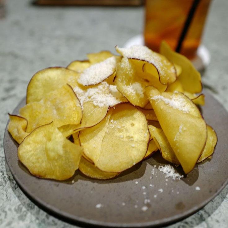 写真: 銀座sixサロンのポテトチップス