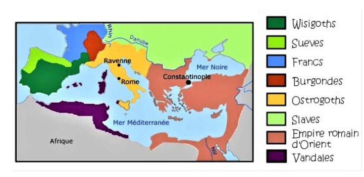 A la fin du IVème siècle, l'Empire romain doit subir les invasions en masse des peuples barbares : Francs, Burgondes, Wisigoths, Vandales, Goths et Alamans fuyant les Huns. L'an 476 marque la fin de l'Empire romain d'occident.