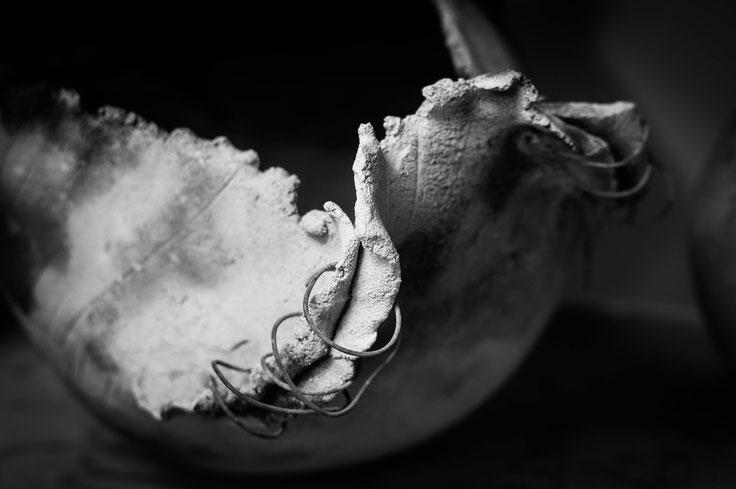 grès blanc, pièce unique, modelage, enfumage, cuisson au bois, cuisson en fausse, Boutonnet Mélanie Montpellier, décoration, exposition,Boutonnet Mélanie