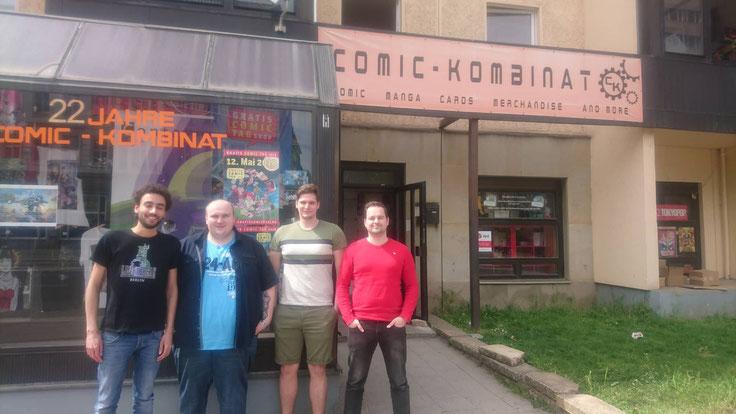Die Top4 vor der Ladenfront: Salim, Adam, Paddy & Martin (von links nach rechts)