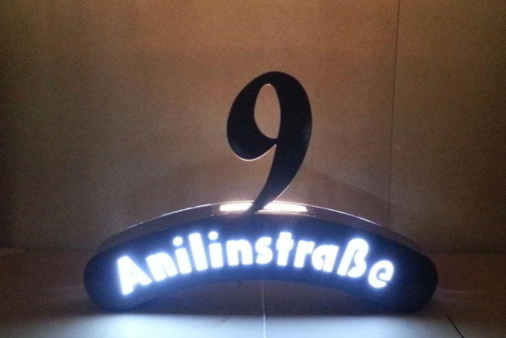 Straßenschild mit Hausnummer (Beleuchtet)