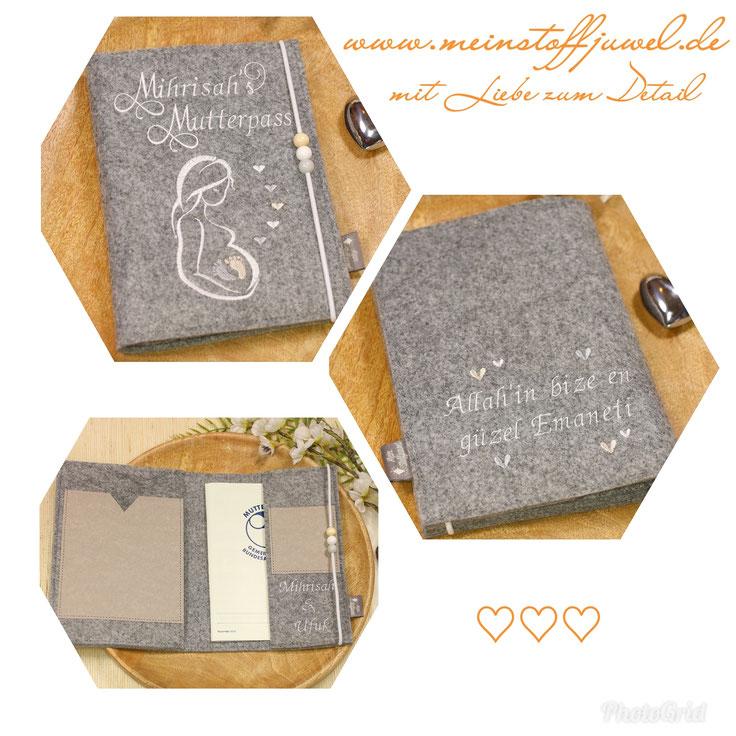 individuelle Mutterpasshülle personalisiert mit Innentaschen für Krankenkassenkarte und Ultraschallbilder sowie der bestickten Innenlasche mit den Namen der Eltern und der bestickten Rückseite mit Wunschtext