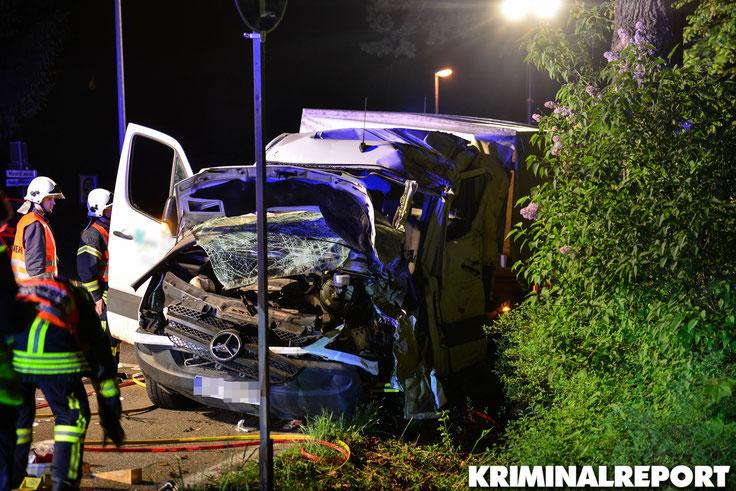 Der Mercedes wurde bei dem Aufprall komplett zerstört.|Foto: Kevin Wuske