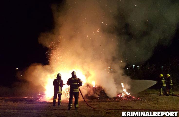 Flammen sind zu sehen an der Böhlener Straße. Foto: Frank Schwarzrock