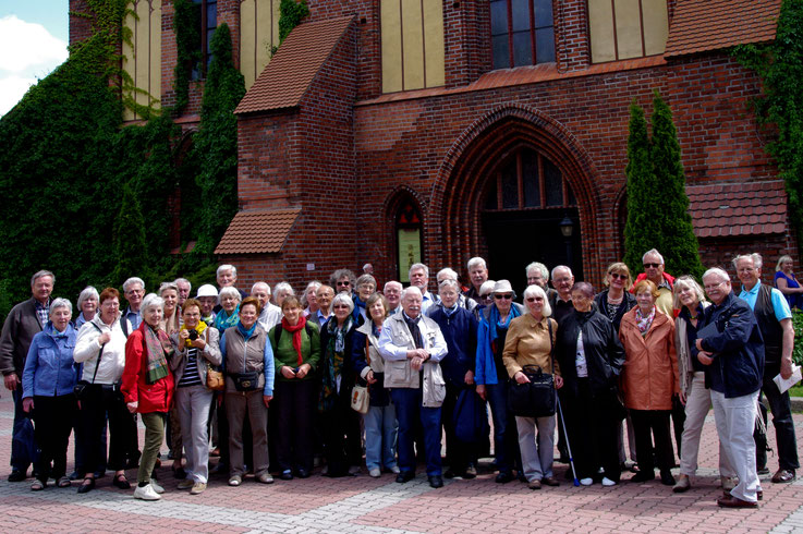 Die MAP-Reisegruppe vor dem Dom in Königsberg