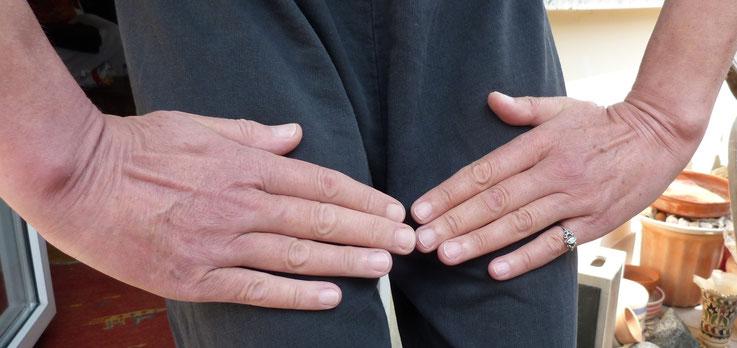Beachten Sie den Unterschied in der Größe der Hände
