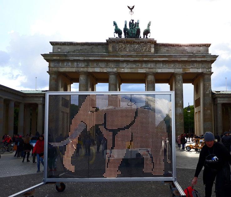 Der Lichtelefant am Brandenburger Tor