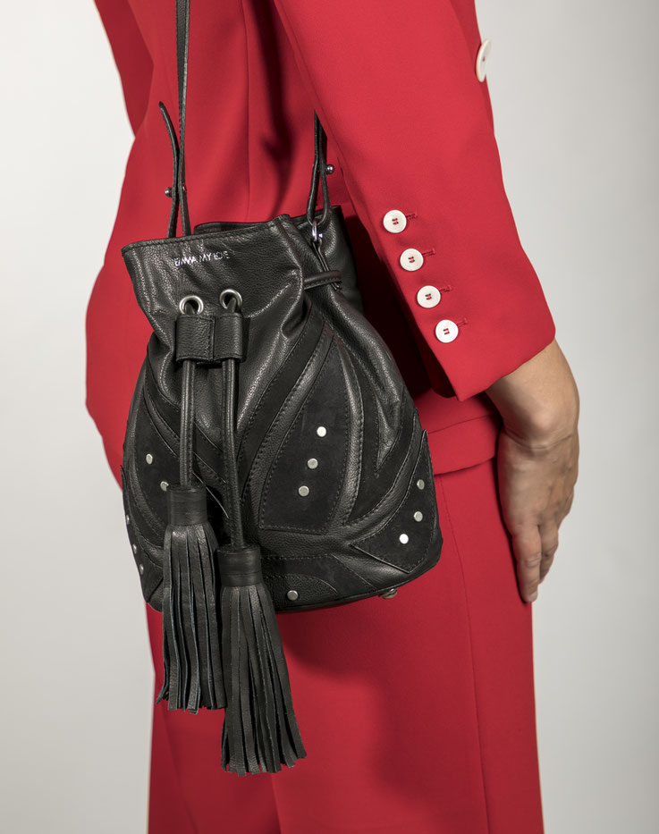 schwarze Bucket Bag aus Leder