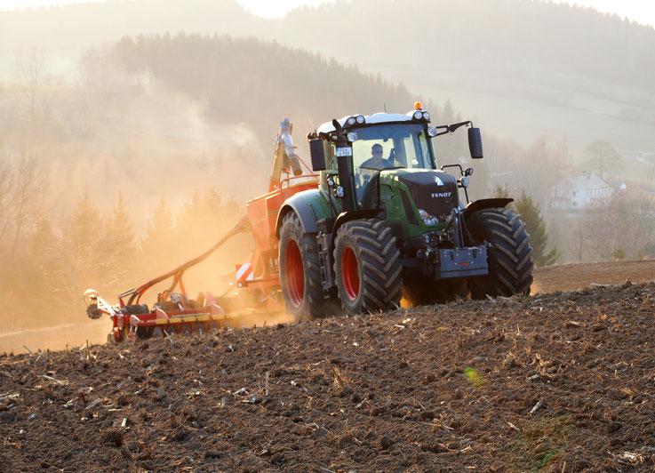 """Frühjahrsbestellung - aus dem Buch zu """"Ein Jahr Landwirtschaft im Bilderquerschnitt""""  (für die Agrargenossenschaft Burkersdorf)"""