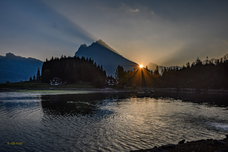 Sonnenaufgang am Arnisee