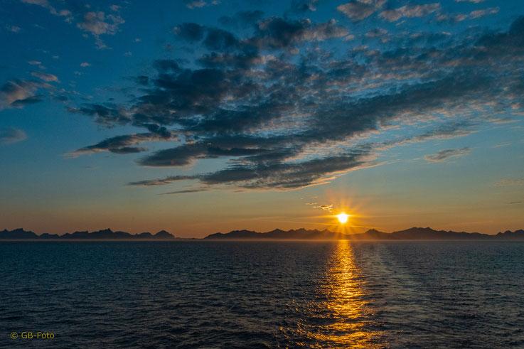 Mitternachtssonne über den Lofoten (23.30 h)