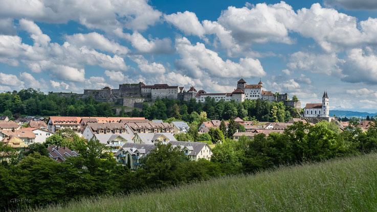Cumulus-Wolken über der Festung von Aarburg