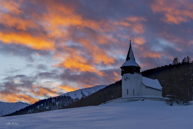 Abendrot über der Kirche von Frauenkirch