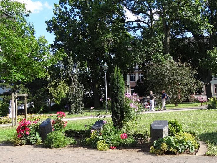 Gedenkstelen auf dem Alten Friedhof-Historischer Bürgerpark in Bad Nauheim