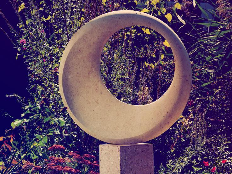 Skulptur / Andreas Lindegger/ Stein Skulptur/ Künstlerarbeit in Stein/ Bildhauer Schweiz/