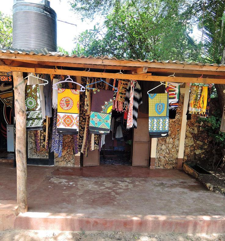 Unser Kleiderladen mit den bunten afrikanishcen Stoffen