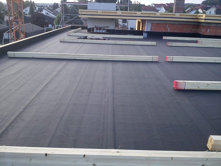 Dach mit ca. 400 m² am Stück als Mehreckausbildung