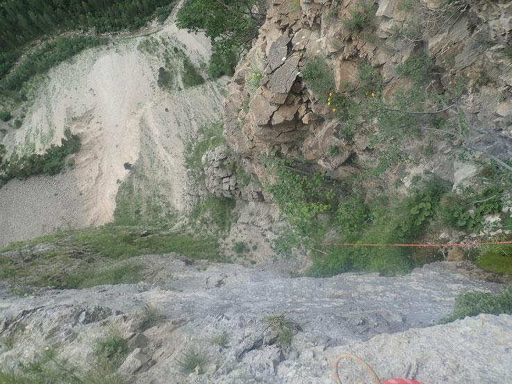 La L4 vue du haut (le joli passage d'escalade n'est pas visible hélas, ressaut ou disparait la corde)