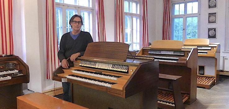 Notre petit Musée de l'Orgue avec ses trois orgues Dereux et les modèles Elka X705 et 707 à Annahütte.