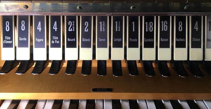 Les jeux se composent des jeux d'orgues baroques et romantiques français, enregistrés à Paris et aux alentours.