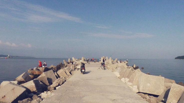 bigousteppes varna bulgarie pecheur digue mer noire plage