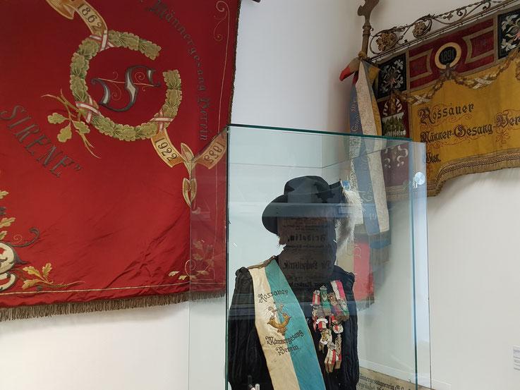 Rossauer Männergesangsverein Flaggen und Kostüm