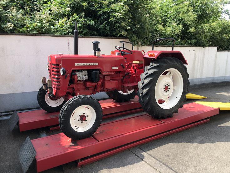 Traktor auf Aussenlift