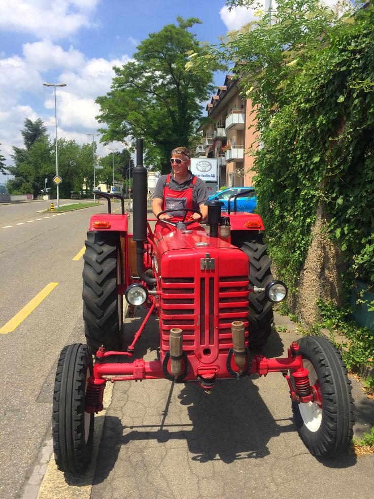 Drago Paunovic auf Traktor