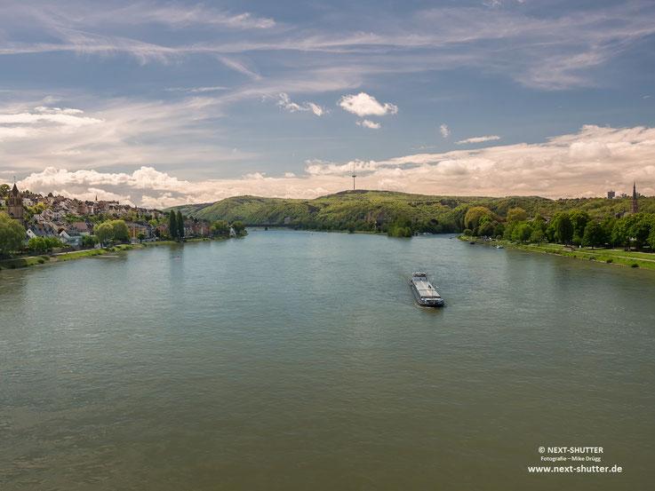 Von Koblenz aus geht es rheinaufwärts an den Oberrhein. Mit Loreley, Schlössern, Burgen und grandioser Landschaft sind Teile davon UNESCO Welt - Naturerbe.