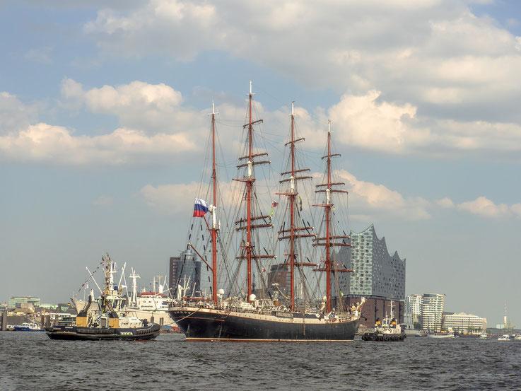 Das meiner Meinung nach schönste Tallship auf dem Hafengeburtstag : Die russische Sedov.
