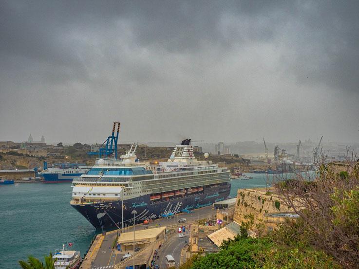 """""""Mein Schiff Herz """" im Hafen von Valetta / Malta"""