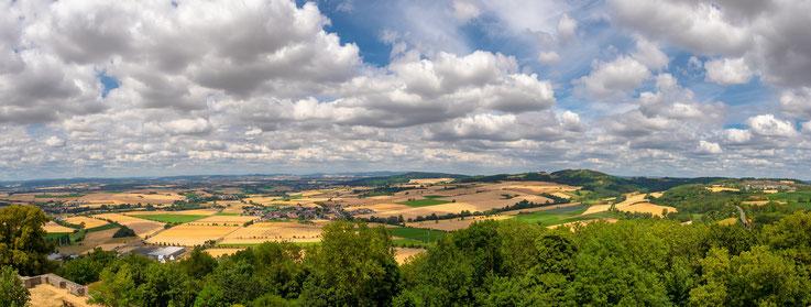 Von der Burg aus bietet sich ein schönes Panorama über die Landschaft.