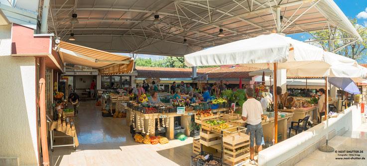 Die Markthalle von Porec. hier bieten u.A. die Bauern und Fischer der Umgebung ihre Produkte an