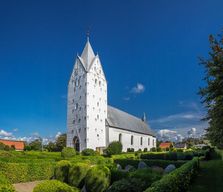 Nicht weit von Ribe liegt der Ort Brøns mit seiner eindrucksvollen Kirche. Leider war sie verschlossen, sodass wir sie nicht besichtigen konnten.