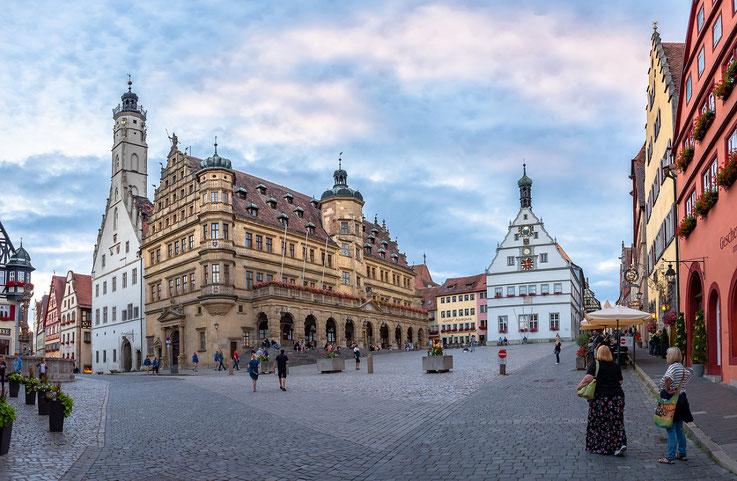 Der Platz vor den Rathaus der Stadt