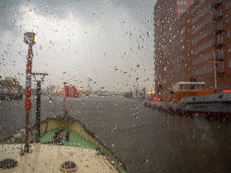 Am Ende der Tour fing es, zum ersten mal seit Wochen wieder an zu regnen.  Und so kam ich zu meinem ersten, bewusst gemachten, Regenbild.