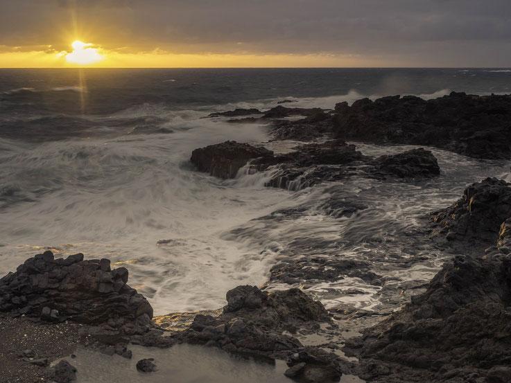 Sonnenaufgang an der Westküste Gran Canarias / Sunrise at the westcoast of Gran Canaria.