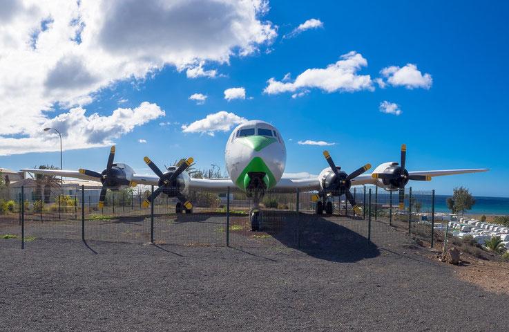 Diese alte DC7 steht zwar ein paar km von PDI entfernt beim Aeroclub Gran Canaria, aber als Fan alter Flugzeuge wollte ich dieses Bild nicht ganz weglassen. Und ich wusste nicht so recht wo ich es sonst in diesem Kapitel einstellen sollte.
