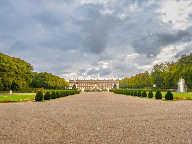 Der Schlosspark mit seinen Wasserspielen.