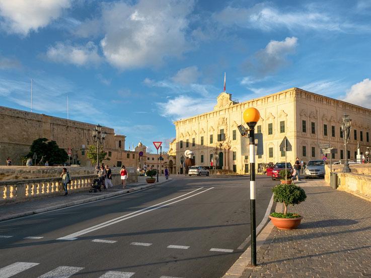 Die Zentralbank Maltas. Praktischerweise genau gegenüber der Börse.